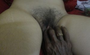 touching men bhabhi pussy