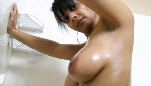 bhabhi enjoy bath naked boobs