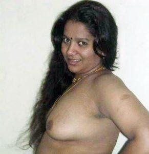 bhabhi naked boobs side pose