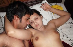Desi Amateur Couple nude on bed hot