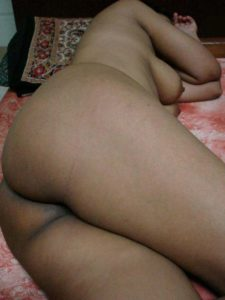 Desi Aunty fat ass sleeping nude