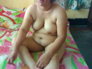 Desi Aunty full nude on bed