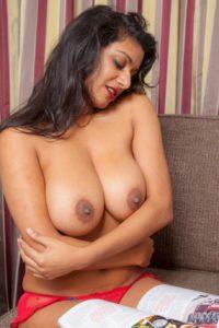 Desi Bhabhi big tits nude
