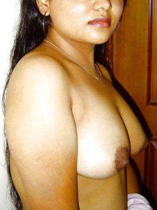 Desi Bhabhi hot curvy tits
