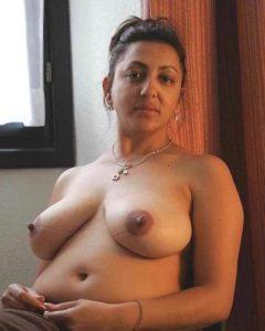 amateur desi bhabhi perky tits naked image