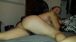 amateur desi bhabhi posed nude on bed