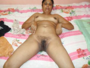desi hot bhabhi showing hairy chut