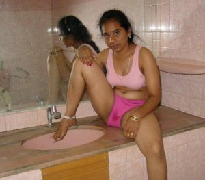 desi south indian bhabhi bathroom sexy pictures