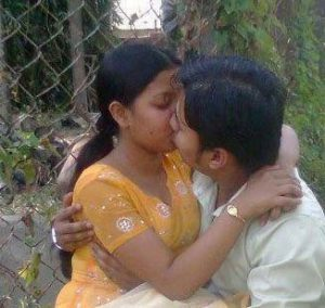 desi village couple liplock leaked sex photograph