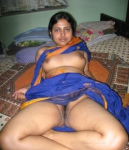 desi wife shhowing hairy pussy