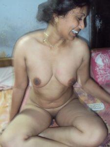 horny desi naked bhabhi image