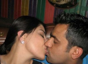lover indian bhabhi lip locking photo