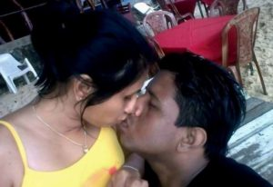 maharatra desi bhabhi lip locking photo