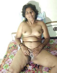 nasty desi bhabhi showing pussy xxx pic