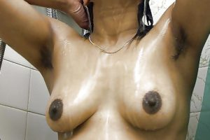 Amateur Aunty big brown tits nude bathing