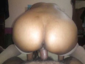 Amateur Aunty curvy ass riding dick