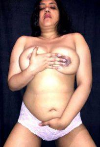 Desi Aunty big bobs nude