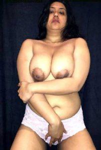 Desi Aunty big boobs nude