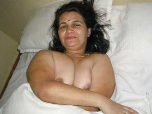 Desi Aunty big boobs pressed