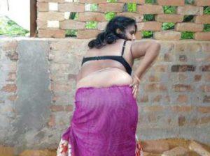 Desi Aunty big round ass