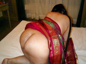 Desi Aunty big round ass nude