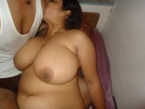 Desi Aunty big tits nude pic