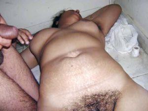 Desi Aunty full nude hairy cunt