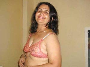 Desi Aunty hot stripping