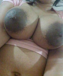 Desi Aunty huge breasts nude