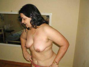 Desi Aunty nude tits hot