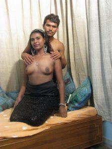 Desi Aunty ot nude tits
