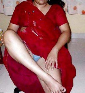Desi Aunty red saaree flasing panty