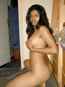 Desi Babe full nude in bathroom