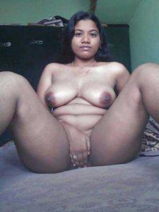 Desi Babe hot full nude fingering pussy