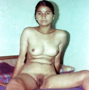 Desi Babe nude hairy pussy hot