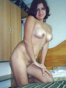 Desi Babe nude hot n horny