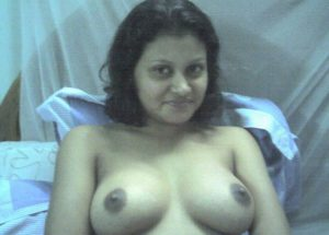Desi Bhabhi hot perky breasts nude