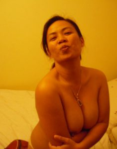 Desi Bhabhi hot round boobs nude