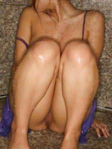 Desi Couple curvy chick bathroom nude