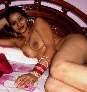 Desi Couple hot nude on bed