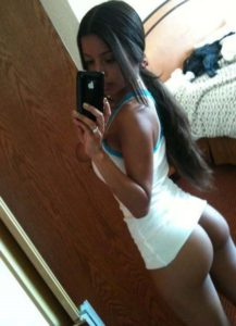 Desi Girl hot round butt selfie
