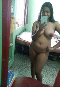 Desi babe chubby hot big boobs nude selfie