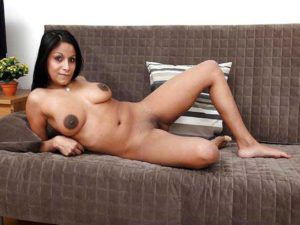 Hot Amateur Babe full nude on sofa