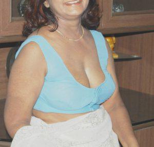busty desi milf deep cleavage