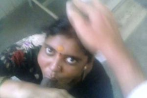indian tamil bhabhi sucking desi dick