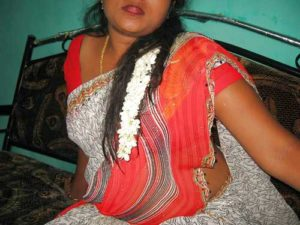 Amateur Aunty hot in saaree pic