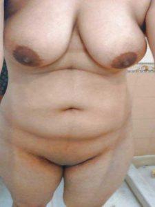 Amateur Babe fully nude bathroom selfie