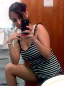 Amateur Babe hot bathroom selfie