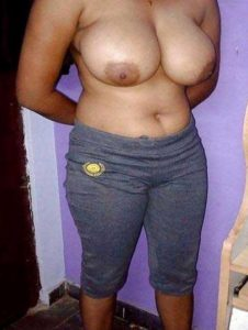 Amateur Babe hot big round tits nude pic