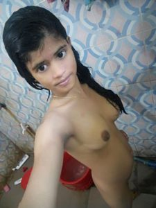 Amateur Babe sexy nude bathroom selfie